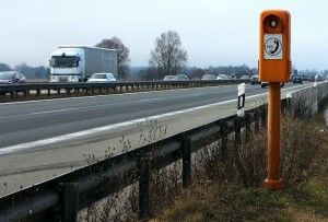 Notrufsäulen stehen auf Deutschlands Autobahnen immer in einem Abstand von zwei Kilometern.